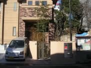 玄関前のメインツリーは「ソヨゴ」 川崎市S様邸