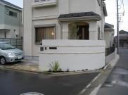 半円形の塗り壁がかっこいい、セミクローズ外構 横浜市T様邸