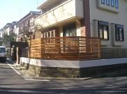 お洒落な横張りフェンスのウッドデッキ 横浜市S様邸