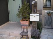 オーストラリア産中古枕木で門柱を造作しました。 横浜市I様邸