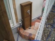 サーモウッド使用の立水栓 蛇口を二つに分けました。 横浜市 Y様邸