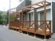 左右で雰囲気を変えたウッドデッキ・パーゴラ 鎌倉市H様邸