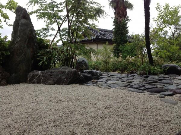 既存庭石を利用した造園 港南区F様邸