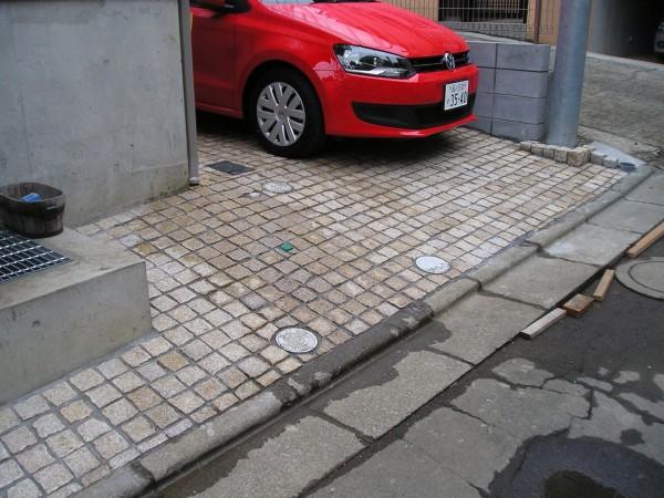 御影石のピンコロ、石畳みの駐車場 世田谷区Y様邸